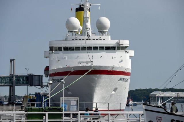 Ένα κρουαζιερόπλοιο- έμβλημα στα πρωτοσέλιδα των γερμανικών ΜΜΕ