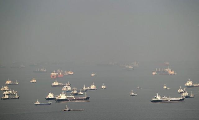 Περιορισμένη ορατότητα σε Σιγκαπούρη και ομώνυμα στενά