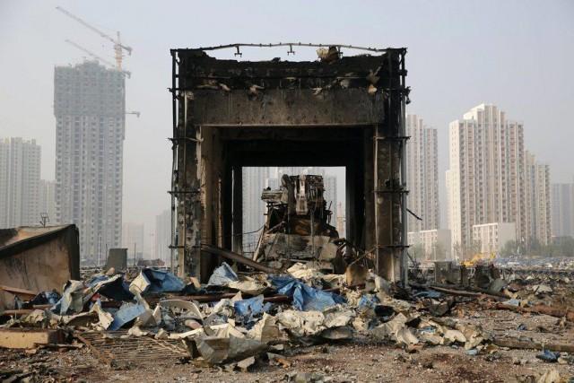 Βουτιά θανάτου από τον διευθυντή που έδωσε την άδεια λειτουργίας στην επικίνδυνη αποθήκη του Tianjin