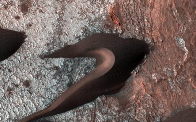 Η NASA φωτογραφίζει τον Άρη