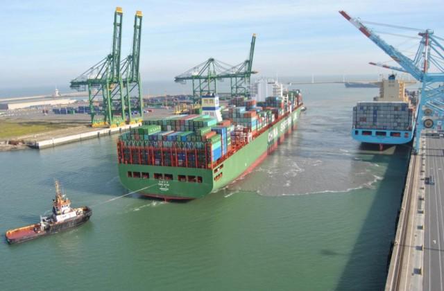 Οι ναυτιλιακές εταιρείες στην Ασία μειώνουν τις χρεώσεις τους