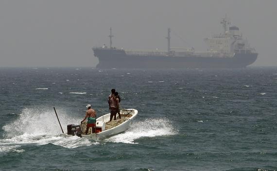 Πειρατές επιτίθενται σε πλοίο και απαγάγουν μέλη του πληρώματος στο Πορτ Χαρκούρτ  της Νιγηρίας
