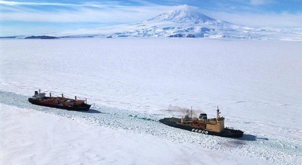 Το πρώτο κινεζικό εμπορικό πλοίο διαπλέει τα αρκτικά ύδατα του Βορειοανατολικού Περάσματος