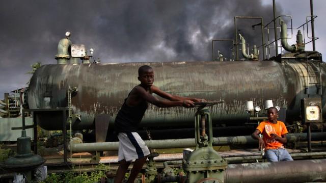 Η Νιγηρία ταράζει (πάλι) τα ύδατα στην εξόρυξη και εμπορία πετρελαίου