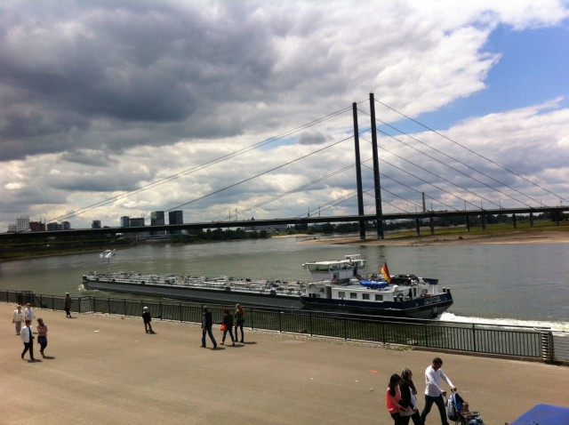 Οι πόλεις-λιμάνια στη Γερμανία επιδιώκουν την άμεση μείωση των εκπομπών ρύπων των πλοίων