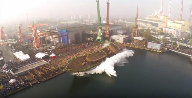Βίντεο: Εντυπωσιακή πλευρική ρίψη πλοίου στην Πολωνία