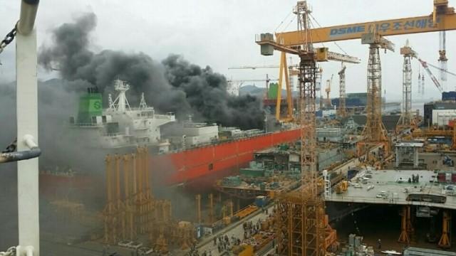 Πυρκαγιά σε υπό κατασκευή πλοίο στο ναυπηγείο Daewoo