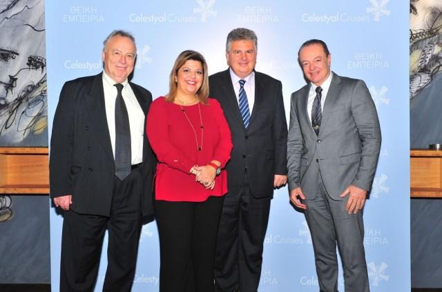Από δεξιά από τη Celestyal Cruises ο καπ. Βασίλης Γκάζικας, Διευθυντής Ναυτιλιακού Τμήματος, ο καπ. Γιώργος Κουμπενάς, Αντιπρόεδρος Επιχειρήσεων, η Φρόσω Ζαρουλέα, Διευθύντρια Δημοσίων Σχέσεων και ο Θεόδωρος Κόντες, Πρόεδρος της Ένωσης Εφοπλιστών Κρουαζιέρας.