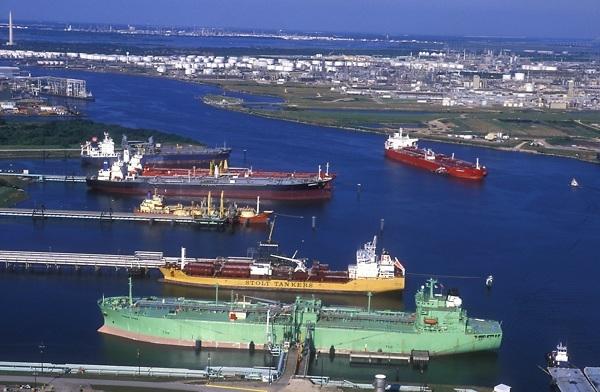 Δεξαμενόπλοια προκαλούν κυκλοφοριακή συμφόρηση