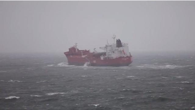Σε βίντεο η προσπάθεια αποβίβασης πλοηγού υπό θυελλώδεις ανέμους