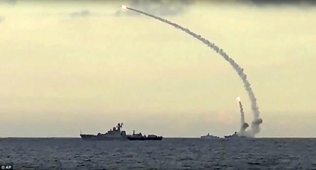 Βίντεο: Η Ρωσία επιδεικνύει την δύναμη πυρός της εναντίον του ISIS