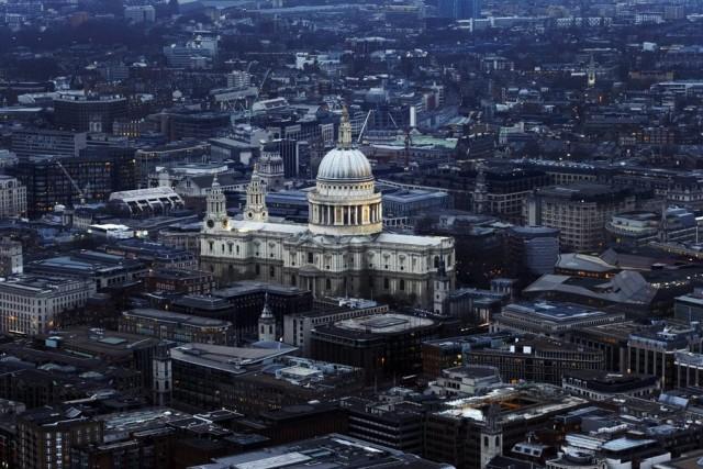Το Λονδίνο αντιμέτωπο με βαριά φορολογία και περικοπές των δημοσίων δαπανών