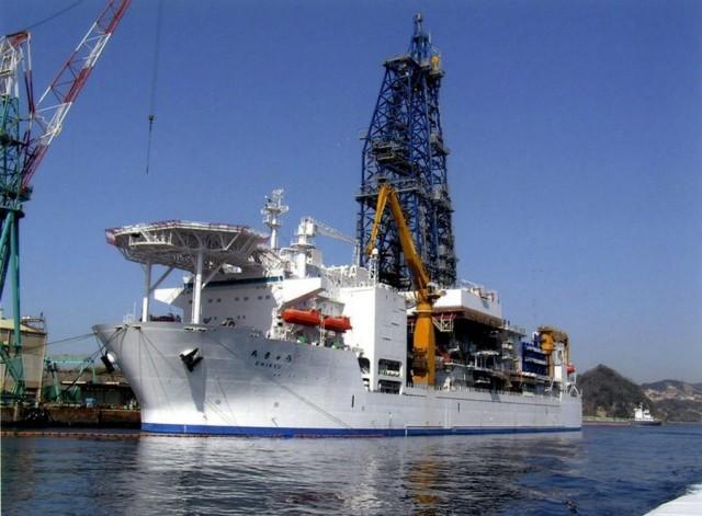 Δείτε σε βίντεο πως λειτουργεί ένα πλοίο γεωτρήσεων σε ωκεανό!