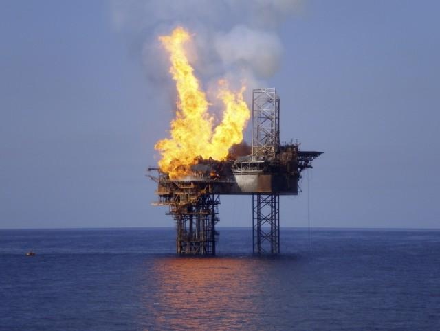 Πυρκαγιά με 28 αγνοούμενους σε πλατφόρμα εξόρυξης πετρελαίου