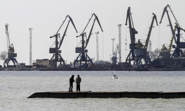 Μεγάλοι κίνδυνοι κατά τις μεταφορτώσεις εμπορευμάτων στο ρωσικό λιμένα του Καυκάς