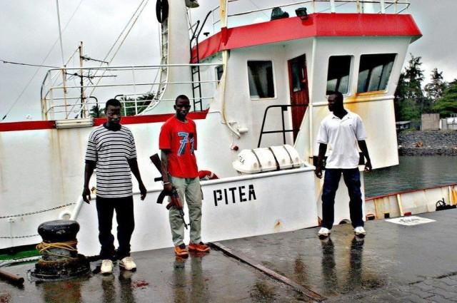 Μετωπική σύγκρουση νιγηριανού ΠΝ και… 2000 πειρατών