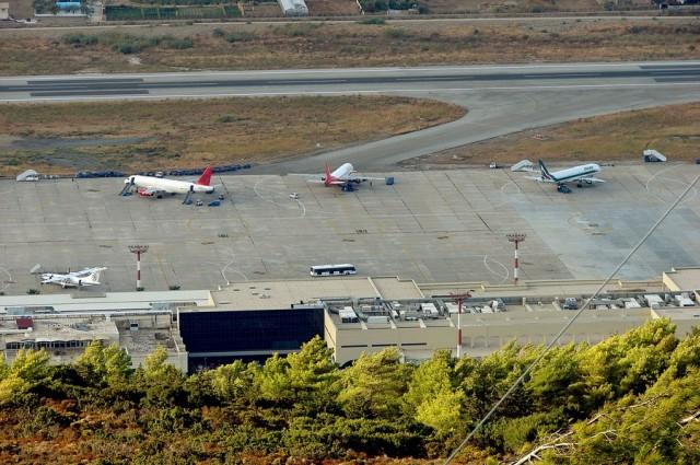 Υπεγράφη η σύμβαση παραχώρησης των αεροδρομίων μεταξύ κοινοπραξίας Fraport AG και ομίλου Κοπελούζου