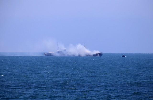 Πυρκαγιά μαίνεται σε φορτηγό πλοίο