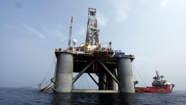 """Η αγορά του πετρελαίου συνεχίζει να """"σύρεται"""" προς τα κάτω"""