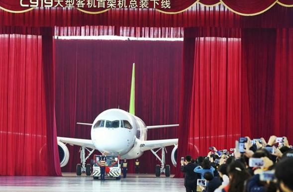 Η Κίνα αποκαλύπτει το πρώτο της επιβατικό αεροσκάφος μέσης χωρητικότητας