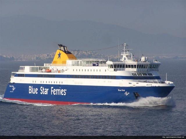 Το Blue Star Paros προσέκρουσε στο λιμάνι του Πειραιά