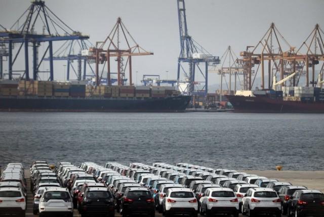 Η αυτοκινητοβιομηχανία ενισχύει τη δια θαλάσσης μεταφορά αυτοκινήτων