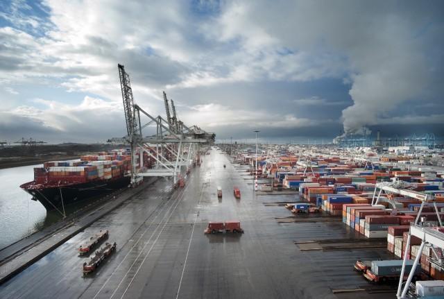 Το Ρότερνταμ και η Αμβέρσα παραμένουν οι δύο μεγαλύτεροι λιμένες της Ευρώπης και το 2015