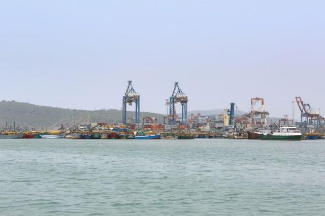 Η Ινδία επενδύει 1 τρις δολάρια σε λιμάνια, αεροδρόμια, δρόμους