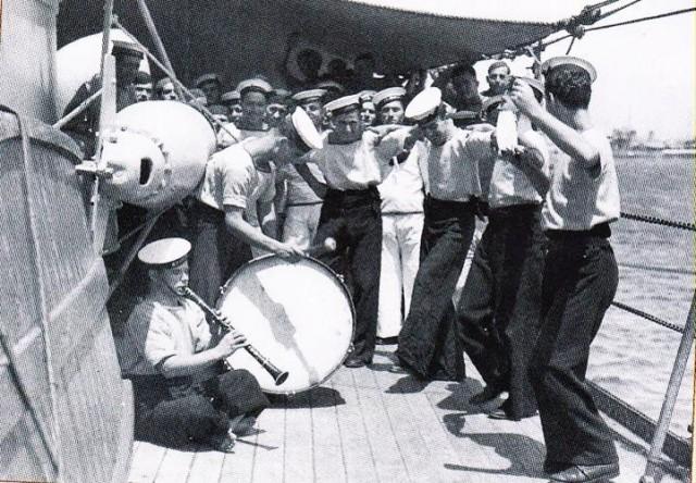 «ΙΣΤΟΡΙΕΣ ΑΝΔΡΕΙΑΣ», μια ευρηματική έκθεση με πολύτιμα αντικείμενα του Πολεμικού Ναυτικού