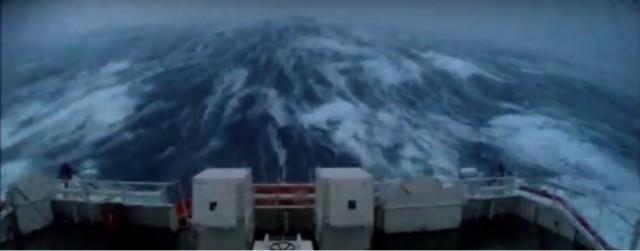 Βίντεο: πλοίο έρευνας και διάσωσης σε καταιγίδα