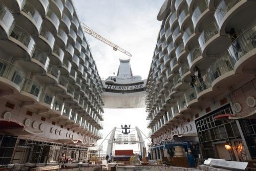 Δείτε εντυπωσιακές φωτογραφίες και βίντεο από το Harmony of the Seas
