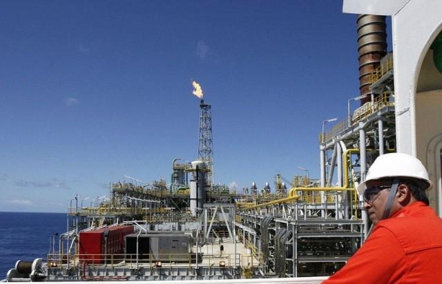 3  μέλη του ΟΠΕΚ και ένα μη-μέλος συμφωνούν να παγώσουν την παραγωγή του πετρελαίου