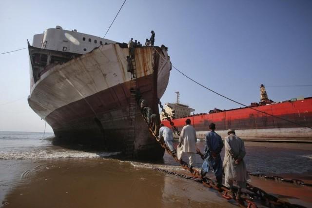 Διαλύσεις πλοίων: Η μεγάλη προσφορά οδηγεί τις τιμές σε πτωτική πορεία