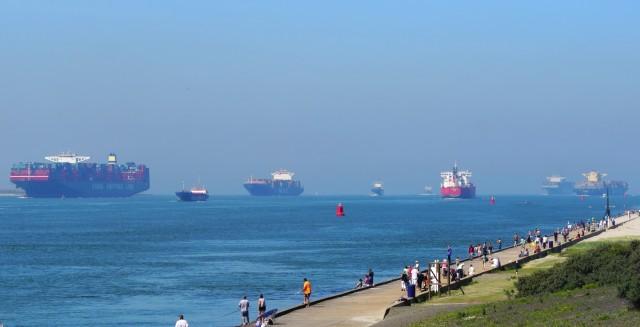 40 δεξαμενόπλοια φορτωμένα με πετρέλαιο περιμένουν στα ανοιχτά του Ρότερνταμ
