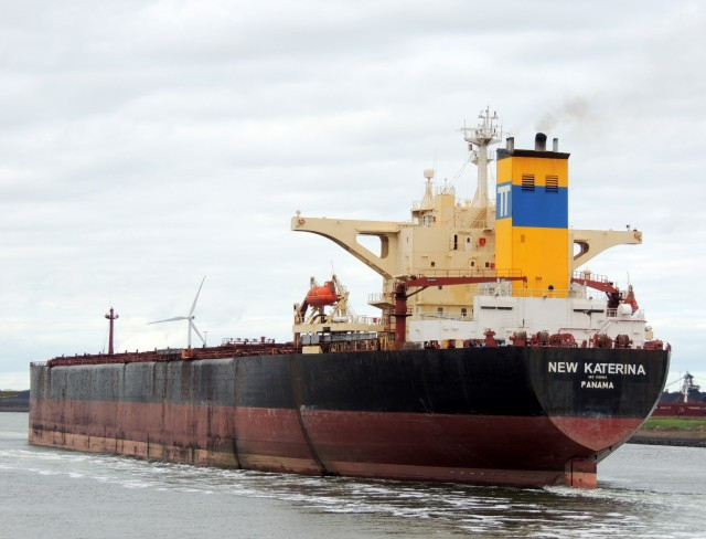 Λόγω προσάραξης πλοίου με εμπόδια διεξάγεται η ναυσιπλοΐα στην Διώρυγα του Σουέζ