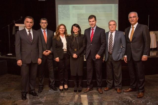 Από τα αριστερά προς τα δεξιά οι ομιλητές της εκδήλωσης: Α. Παντουβάκης, Πρόεδρος της Ένωσης Ναυτιλιακών Οικονομολόγων Ελλάδας,  Γ. Σκριμιζέας, Γενικός Διευθυντής, Allseas Marine, Τ. Τσαλικιάν, Διευθύντρια HR, Celestyal Cruises,  Δ. Ιωάννου, Γενική Διευθύντρια και Global Business Development Director, SBC Hellas,  Γ. Κοτζιάς, Διευθυντής Πωλήσεων και Aγορών, Intermodal Shipbrokers και Πρόεδρος της Ένωσης Ελλήνων Ναυλομεσιτών, Η. Λαδάς, DPA, HR and Training Manager DANAOS SHIPPING CO LTD,  Γ. Τσουρής, Διευθυντής Επιχειρήσεων, DPA, CSO, Blue Planet Shipping