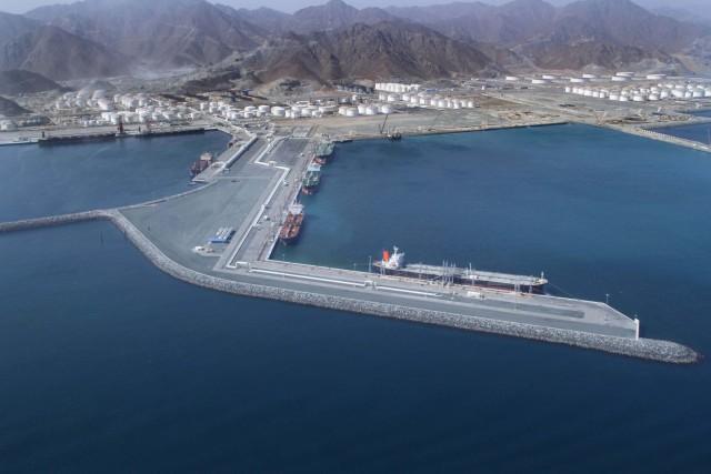 Σημαντικός αριθμός πλοίων, βρίσκεται αγκυροβολημένος στο λιμάνι της Φουτζέιρα
