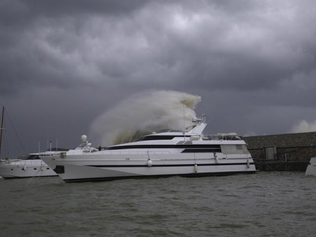 Δεμένα τα πλοία στα λιμάνια λόγω των ισχυρών νοτίων ανέμων