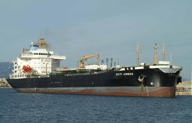 Ακυβερνησία δεξαμενόπλοιου, σπεύδει στο σημείο ρυμουλκό