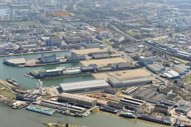 Το λιμάνι του Ρότερνταμ ανταγωνίζεται το Αμβούργο και το Κόπερ για να αναδειχθεί σε εμπορική πύλη της Αυστρίας