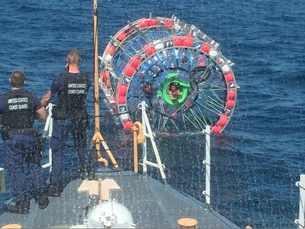 Επιχειρώντας ένα ταξείδι από την Φλόριδα στις Βερμούδες μέσα σε μία φουσκωτή μπάλα