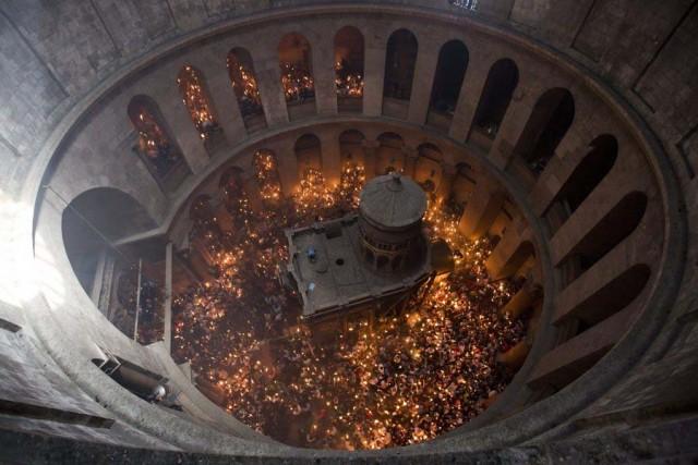 Τελέστηκε η Αφή του Αγίου Φωτός στον Πανάγιο Τάφο