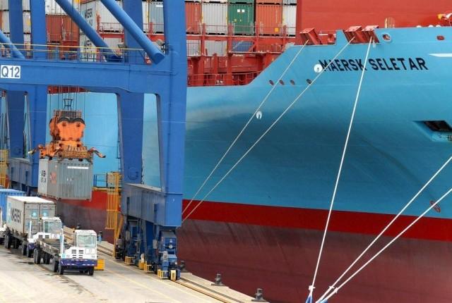 Η Maersk συνεχίζει να προσαρμόζει την πολιτική κόστους της στα νέα δεδομένα