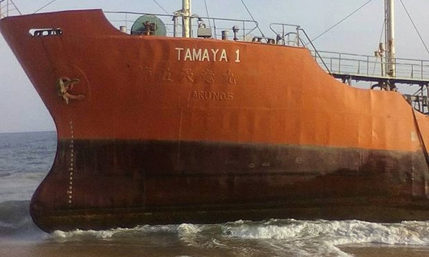 Εγκαταλελειμμένο δεξαμενόπλοιο προσάραξε σε ακτή της Λιβερίας