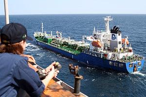 $100,000 πρόστιμο για στόχευση πλοίου με λέιζερ