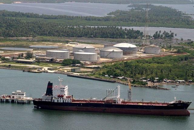 75 πλοία βρίσκονται στα ανοιχτά της Νιγηρίας αναμένοντας να πληρωθούν