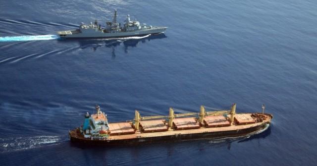 Απετράπη πειρατική επίθεση σε πλοίο μεταφοράς εμπορευματοκιβωτίων στον Κόλπο του Άντεν