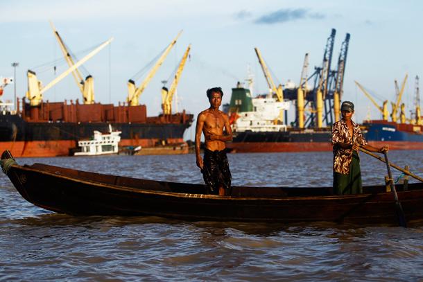 Η Μιανμάρ πιέζει για άρση της συμφόρησης σε αρκετά από τα λιμάνια της