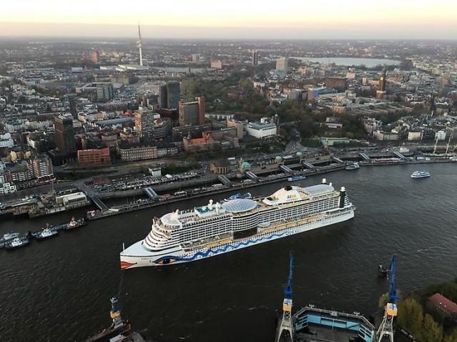 Περισσότεροι επιβάτες κρουαζιέρας, ολοένα και μεγαλύτερα πλοία
