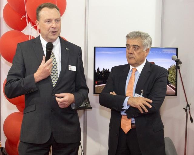 (από αριστερά προς δεξιά):  Prof. John Chudle (Provost Warsash Maritime Academy, Southampton Solent University) και κ. Κωνσταντίνος Ροδόπουλος (Πρόεδρος Δ.Σ. Μητροπολιτικού Κολλεγίου)